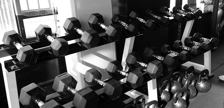 Håndvægte i en gym